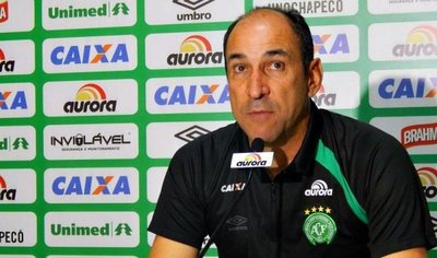 El Chapecoense destituye a su entrenador Vinicius Eutrópio