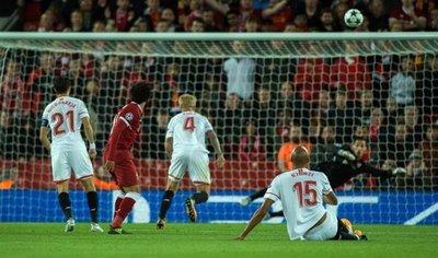 Sevilla sufre para arrancar un punto ante Liverpool que perdonó