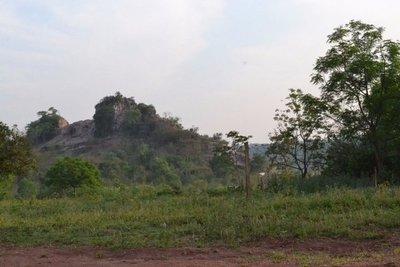 Denuncian explotación ilegal de cerro en Capiibary
