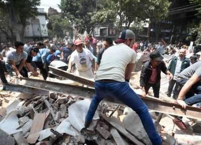 Fuerte terremoto sacudió a México: 248 muertos