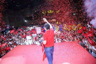 Peña es ovacionado por miles de jóvenes