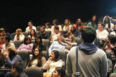 Participantes de Mundos Opuestos dejaron el encierro para ir al cine