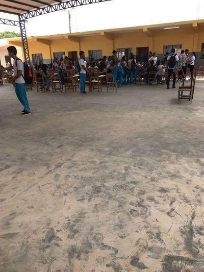 Alumnos tomaron colegio en Hernandarias