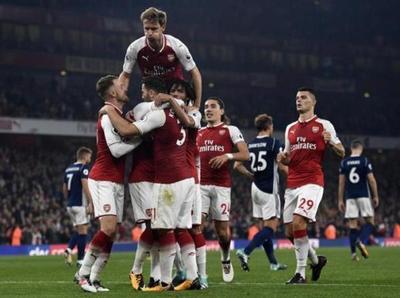 Arsenal derrota al West Bromwich Albion y escala