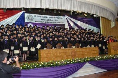 Egresan 190 profesionales en Medicina UNA