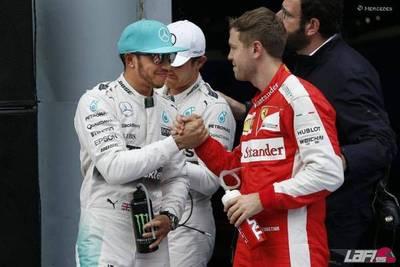 Sepang: Lewis sonríe y Vettel sufre