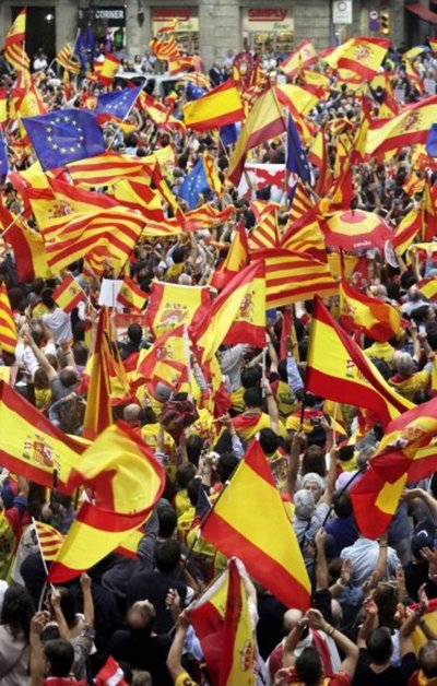Cataluña abre la puerta a secesión, España descarta la independencia