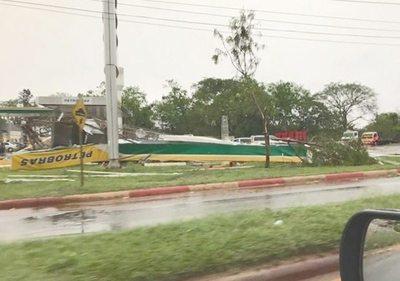 Tormenta dejó dos víctimas fatales y daños materiales