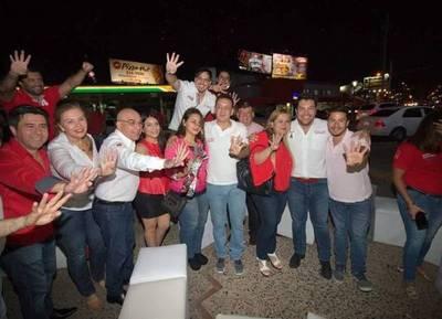 """Oscar Tuma y su equipo inauguraron el """"PC"""" de campaña de TuAsunción"""