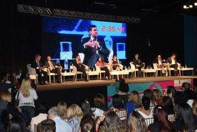 Candidatos presidenciales apoyan paridad