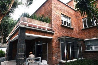 España entrega a México casa de Buñuel para difundir artes cinematográficas