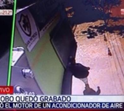 Ladrón se lleva motor de acondicionador de aire de una escuela