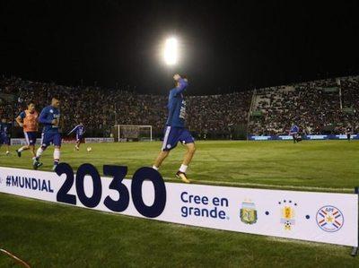 Uruguay afloja y harán Mundial tripartito