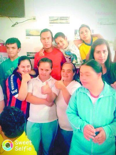 Jugador de Cerro alegró a los niños de Acahay