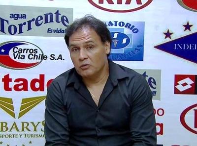 """Ayala: """"Estamos cansados de hablar de los árbitros"""""""