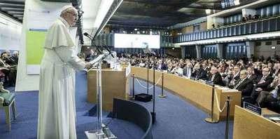 El Papa pide afrontar el cambio climático y conflictos