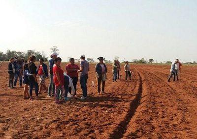 90 familias entraron a unas tierras ajenas