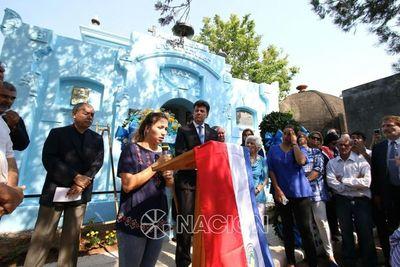 Liberales realizaron ofrenda floral en el Panteón 18 de octubre