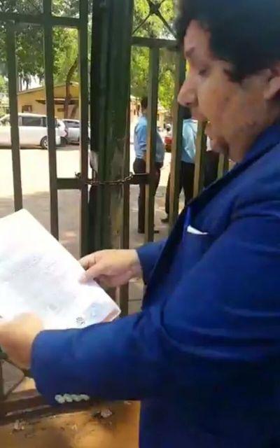 Prohíben a Kelembu pisar la Municipalidad