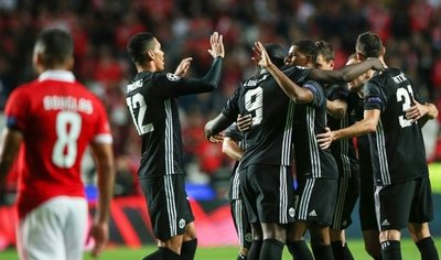 El United gana en Lisboa y afianza su camino hacia octavos