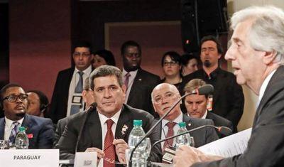 Horacio Cartes participa en conferencia sobre ENT, en Uruguay