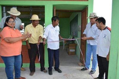 Inauguran 3 aulas con aljibes en el Chaco Central
