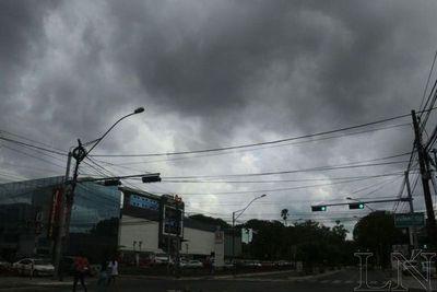 Jueves cálido con ocasionales tormentas eléctricas