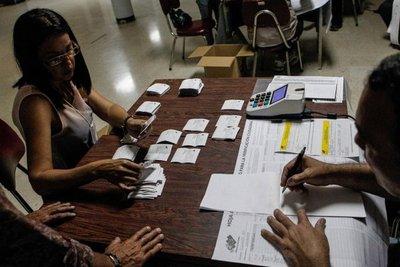 EEUU condena que Maduro exija subordinación de gobernadores opositores