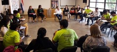 Invitan a jóvenes indígenas a la convocatoria 2018 de las Becas Itaipú
