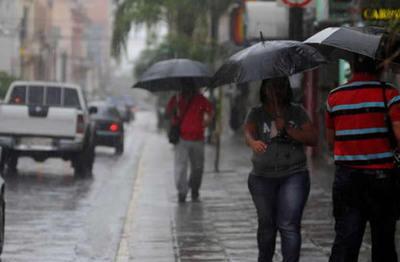 Pronostican fin de semana con lluvias y descenso de temperatura