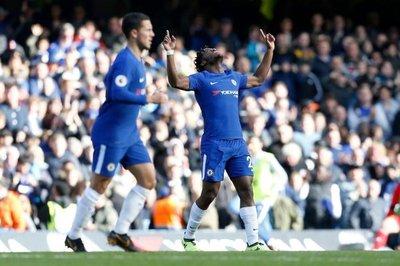 Azpilicueta y Batshuayi despiertan al Chelsea