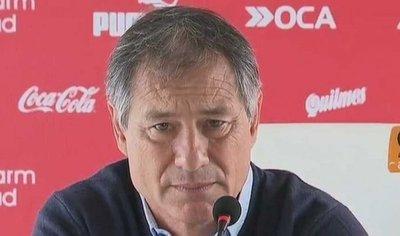 Barras de Independiente pidieron dinero al técnico
