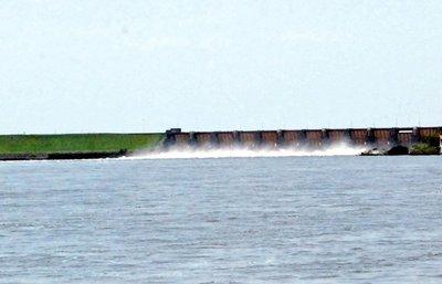 El río Paraná volvió a subir en Ayolas