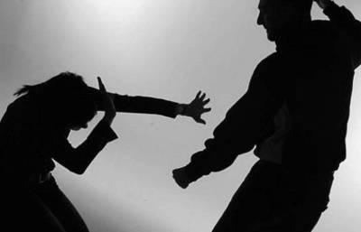 Condenan a un médico por violencia familiar