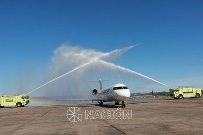 Nueva aeronave de Amaszonas Paraguay llegó al Silvio Pettirossi