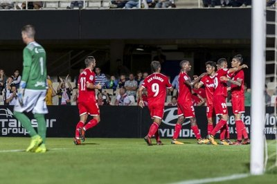 El Sevilla da un paso hacia los octavos de final