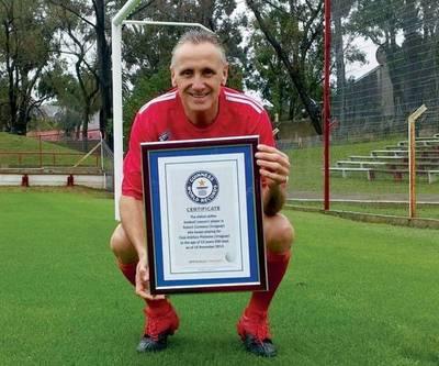 El jugador más longevo (55) extiende su marca
