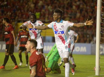 Sudamericana: Junior pone un pie en semifinales, Sport queda sin DT
