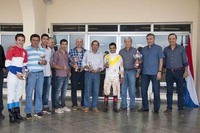 Ben Hur se llevó el premio aniversario del Jockey Club
