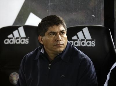 Roberto Torres dejó de ser técnico de Nacional