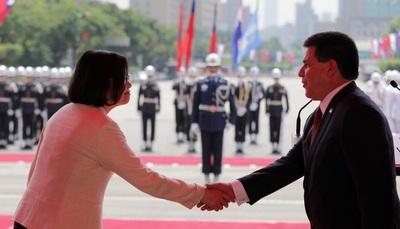 Luego de la visita de Cartes, Pekin lanza advertencia a Taiwán