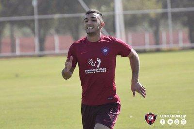 Alfio Oviedo ya practica en Cerro