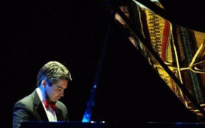 Zeballos luce al piano su pasión por Piazzolla