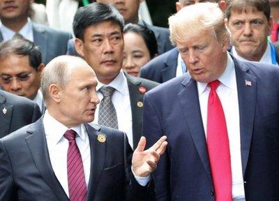 Exespías temen que Trump esté siendo manipulado por Putin