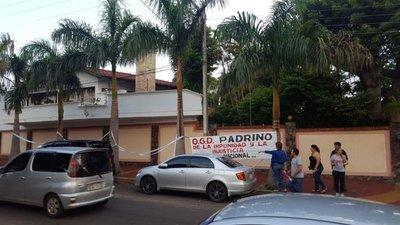 Escrachan a senador González Daher en Luque