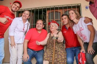 """Equipo de Arnaldo continúa  """"remando"""" y hablan del  """"Messi de la política"""""""