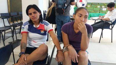 Chicas que cayeron con droga son futbolistas de Bolivia