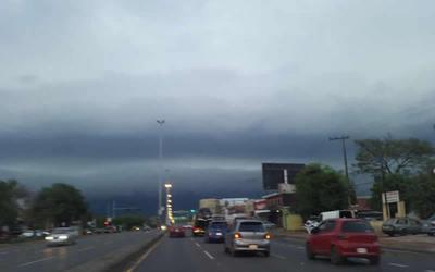 Pronostican sábado fresco, con lluvias y tormentas