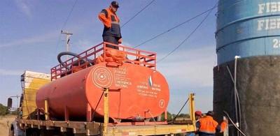 Siguen distribuyendo agua a pobladores del Chaco