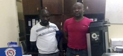 Detienen a dos presuntos estafadores cameruneses